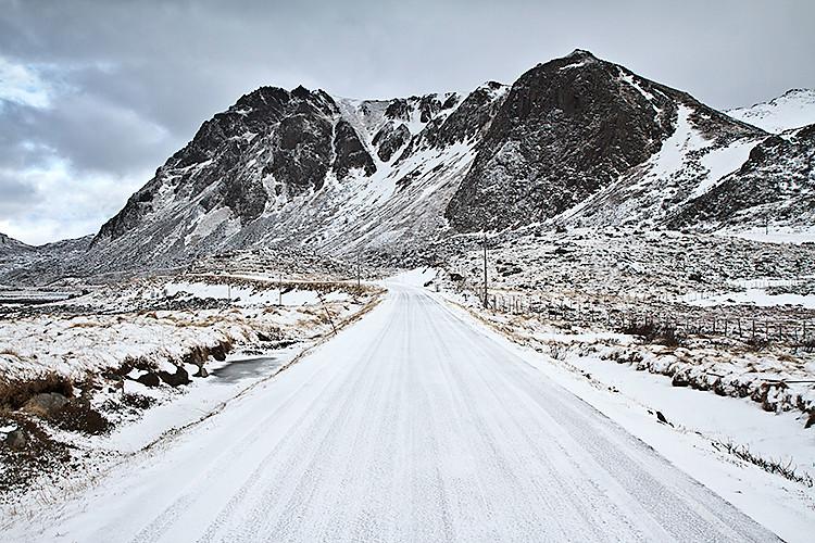 Strasse zu den Bergen