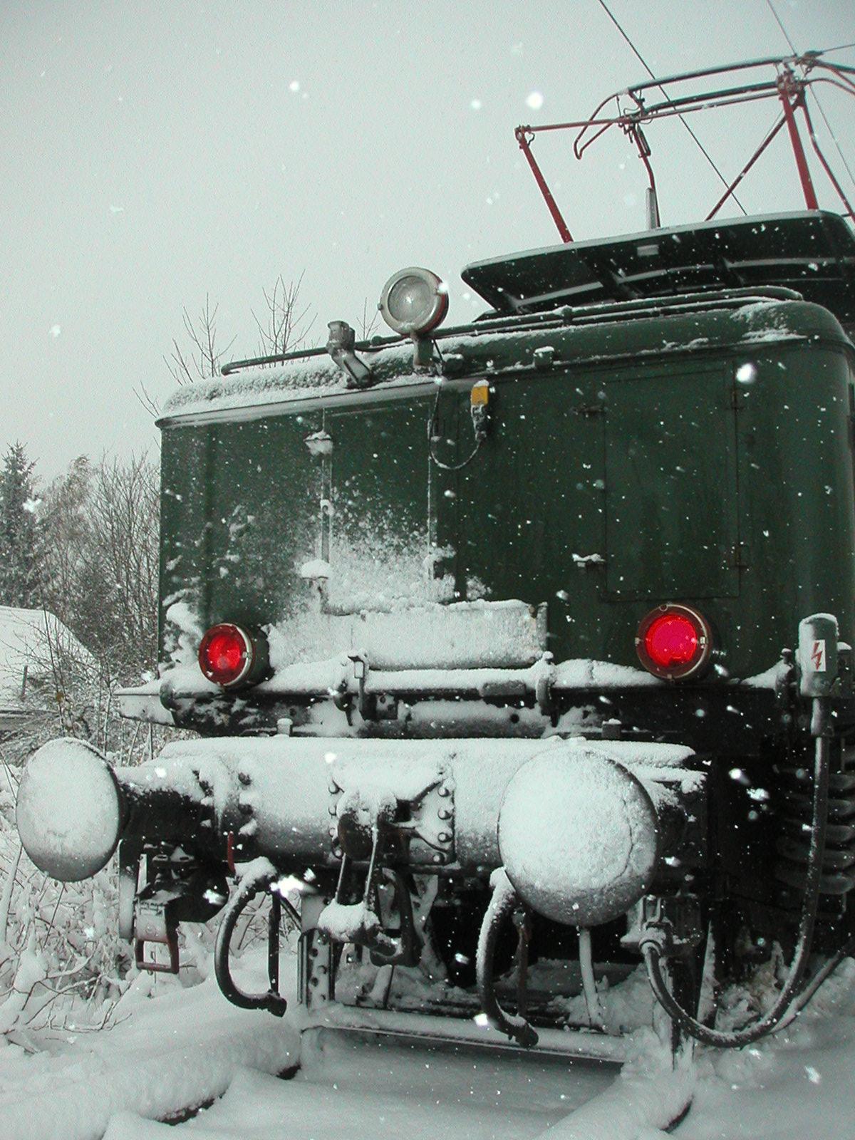 194 158-2: Robuste Loktechnik trotzt der Witterung