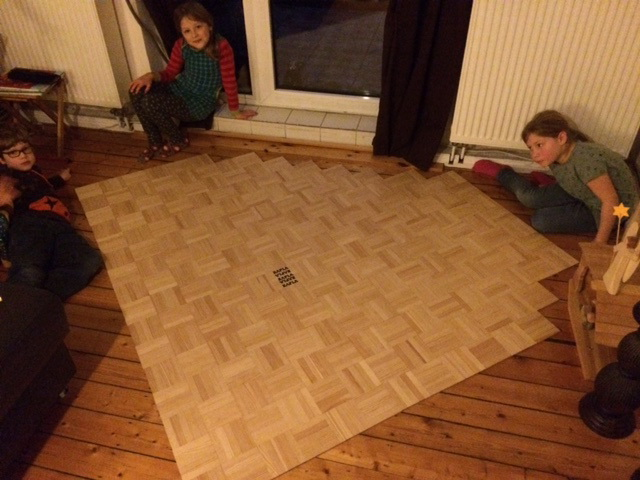 Falls man mal Lust auf einen anderen Bodenbelag hat ;-) Fleißig waren: Greta, Marlene (beide 8) und Theo (6).