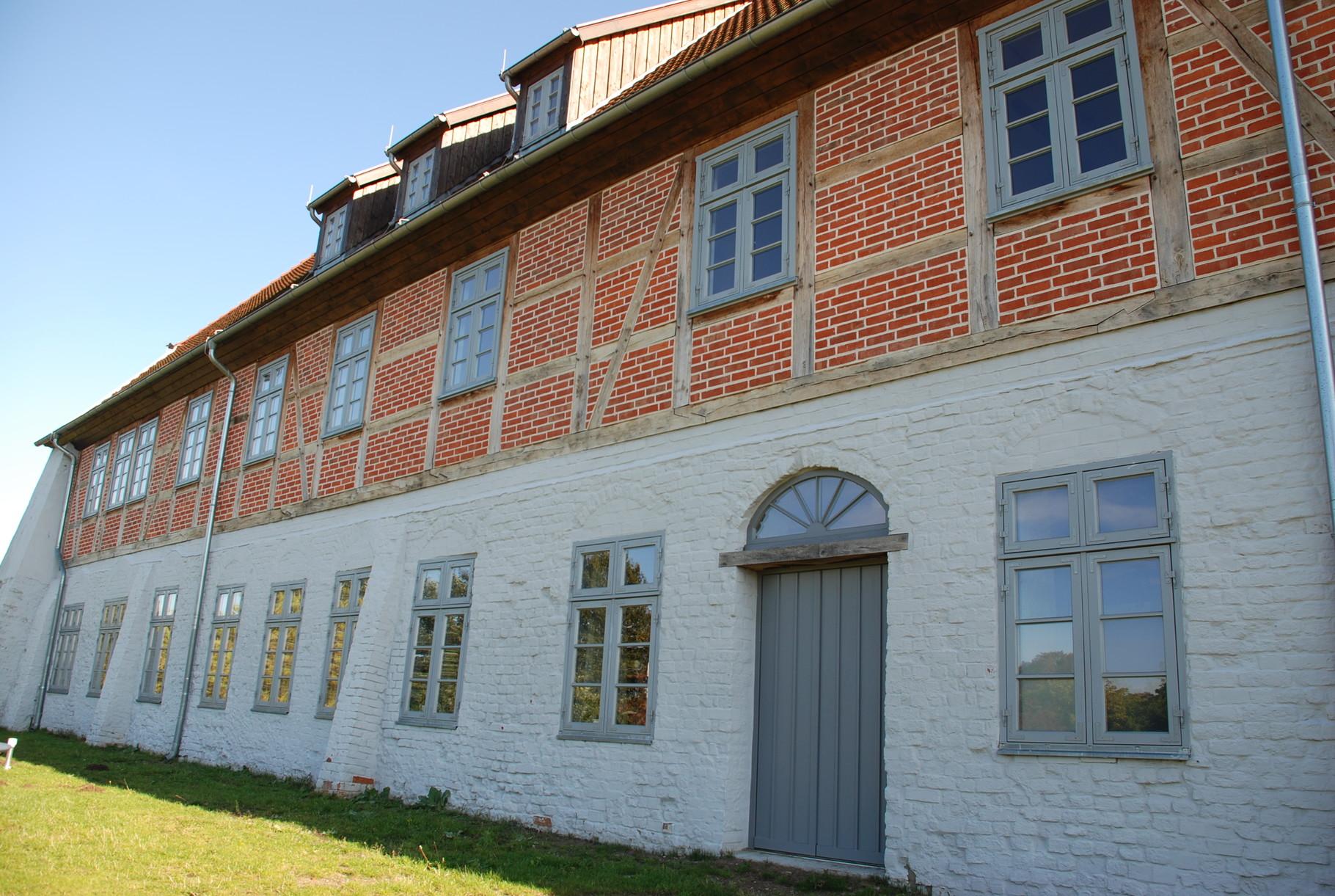Erneuerung Türen und Fenster Burg Neustadt-Glewe