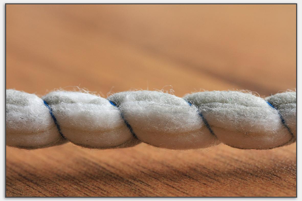 Auch der japanische Stabwischer hat kleine Fasern, die sich mit der Zeit lösen.