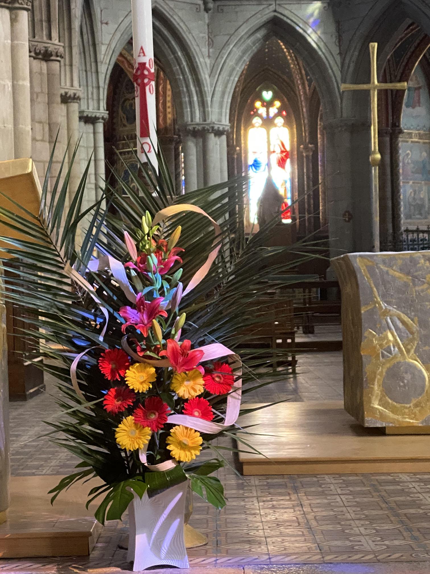 Clic pour accès à: Cierge Pascal à la fête de Pentecôte