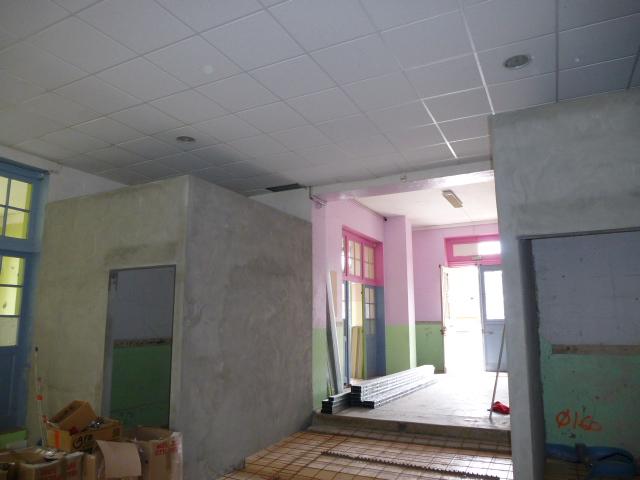 Entrée grande Salle et sanitaires