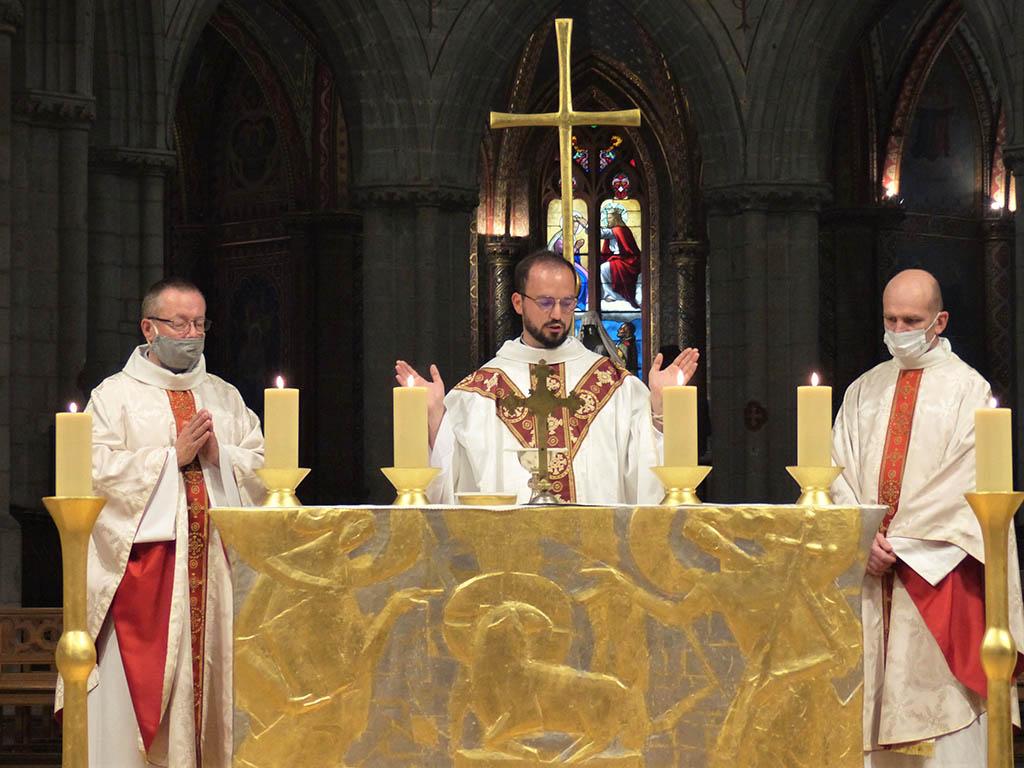 Clic pour accès à: 1ère messe Daniel Lefèfvre