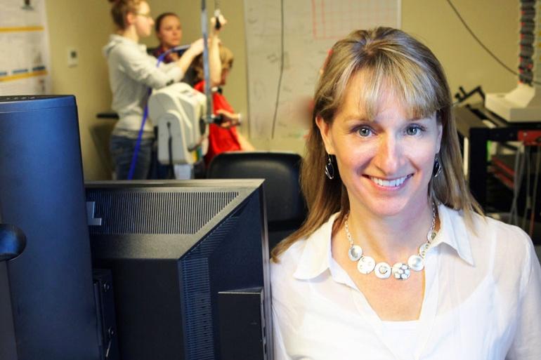 Sự kiện Emcee-Assoc. Giáo sư Jennifer Jakobi, Khoa Y tế và Thể dục, Khoa Y tế và Phát triển Xã hội