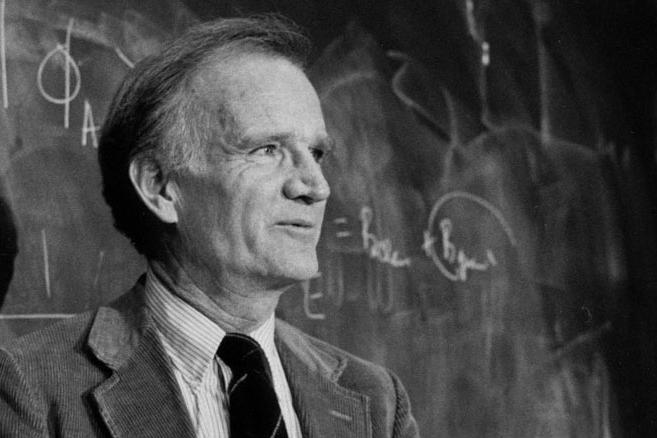 Nhà vật lý học người Mỹ Val Fitch, BEng'48, đồng nhận giải Nobel năm 1980 về Vật lý cho một cuộc thí nghiệm được thực hiện vào năm 1964 đã bác bỏ lý thuyết lâu năm rằng tương tác hạt nên không quan tâm đến hướng thời gian.