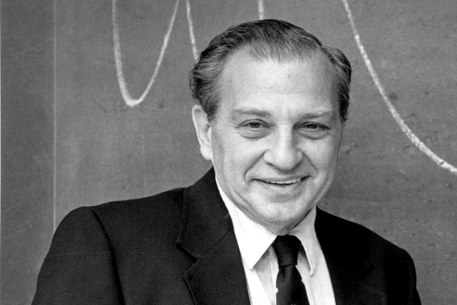Rudolph Marcus, BSc'43, PhD'46, đã nhận giải Nobel năm 1992 về Hoá học cho lý thuyết chuyển electron của ông.