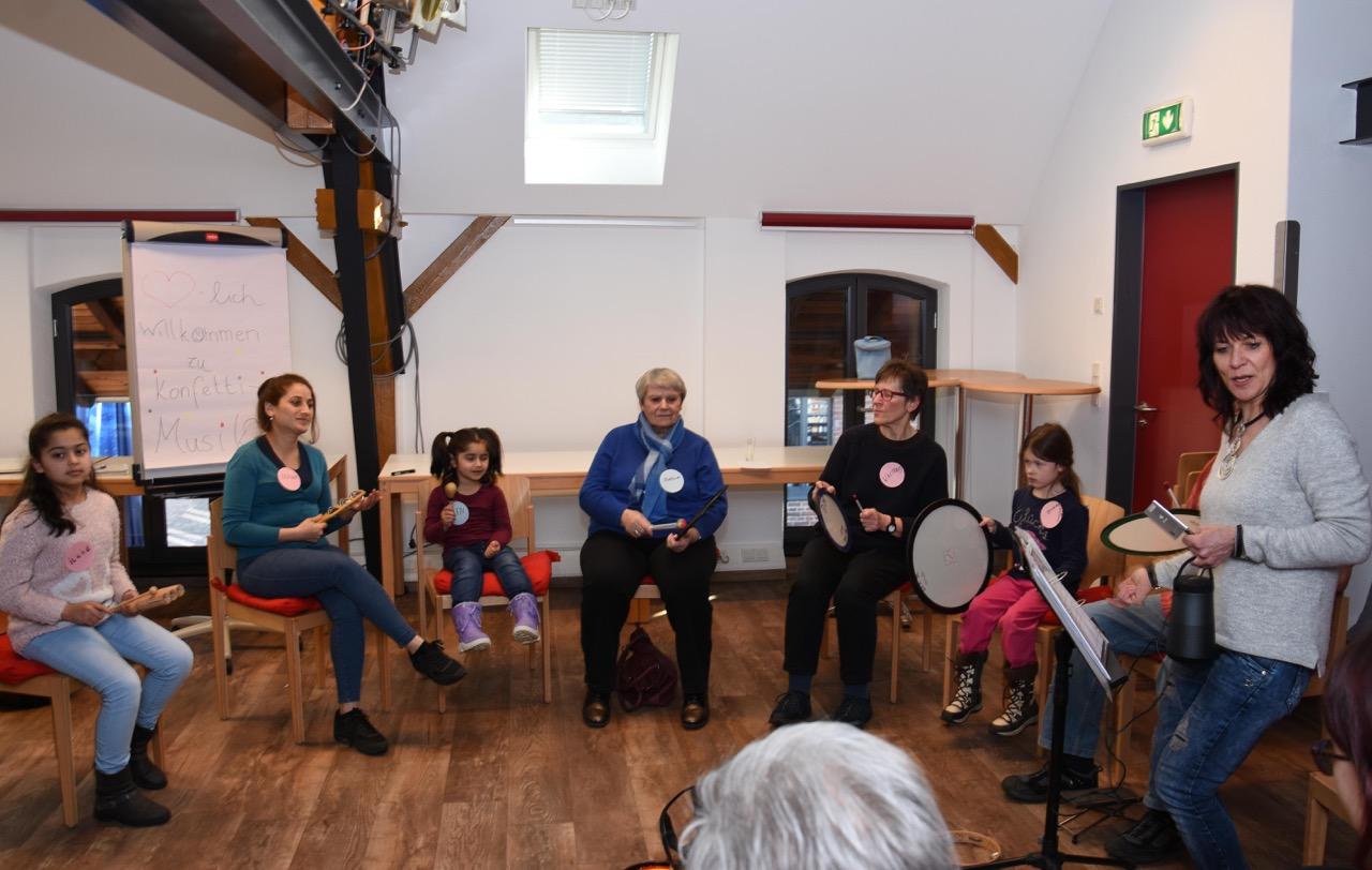 Musizieren intergenerativ- Konfettimusik- Ein kommunales Projekt öffnet Türen