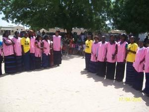 Jeunes filles bénéficiaires de la formation présentes le jour de l'inauguration