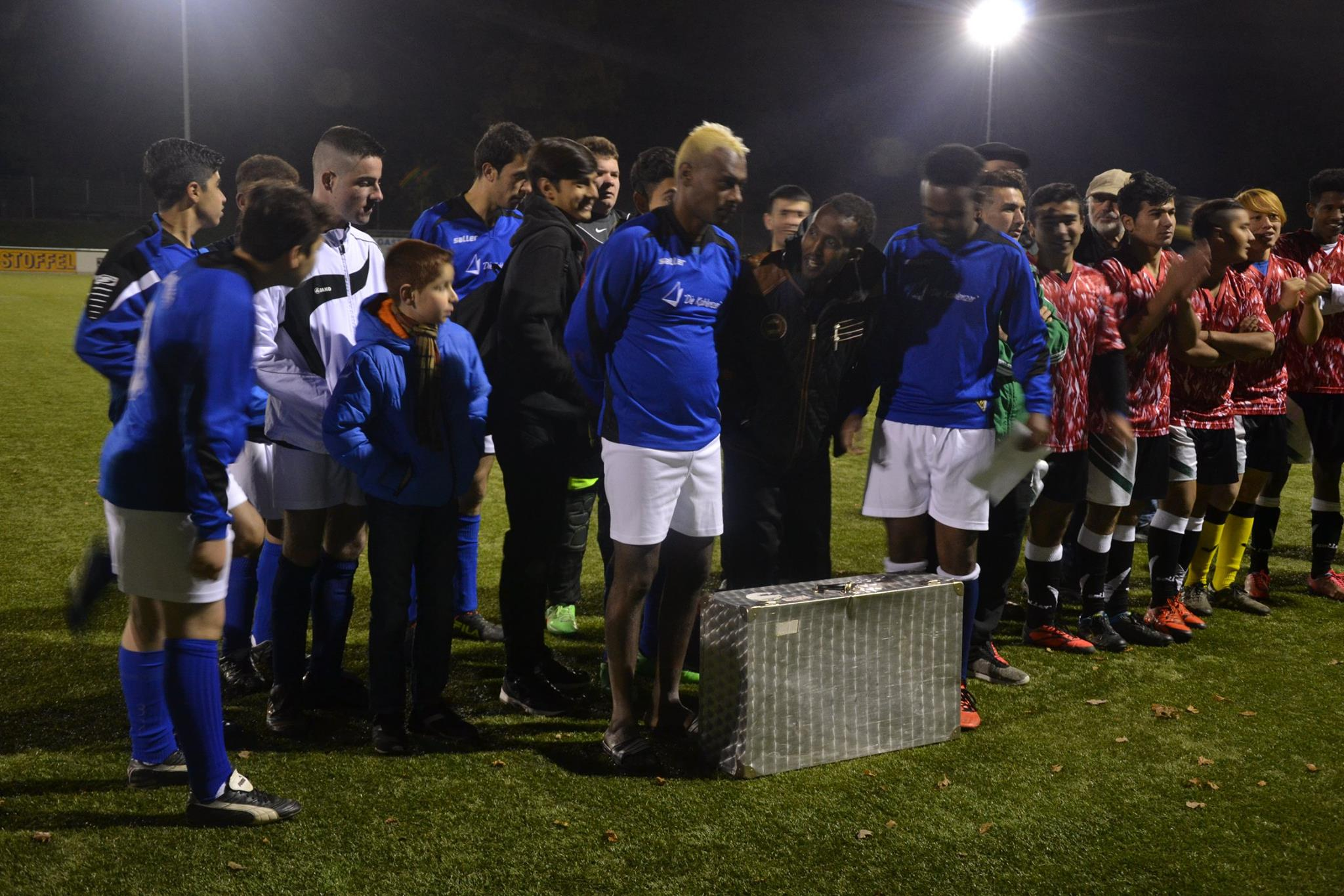 Der Vizemeister FC Tigers Emmelshausen (blau) sowie FUNtastic Kastellaun als 3.Sieger