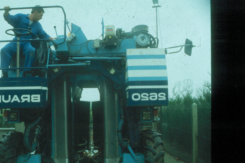 delvinico met de oogstmachine in de Loire, jaren '90 vorige eeuw