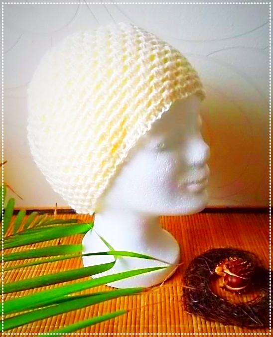 Mütze aus Polyacrylgarn, Granny-Muster, wollweiß