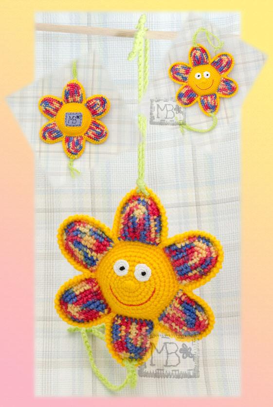 Веселый цветочек - погремушка / Funny flower - rattle Ø=14,5 cm  Авторская работа / The work of authorship