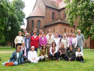 Meditationsgruppe im Kloster Lehnin