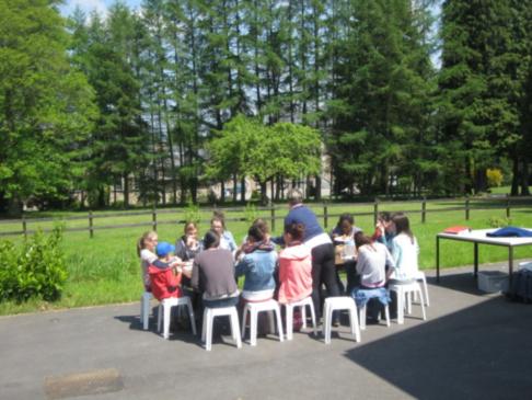 L'Oratoire, c'est un groupe de jeunes de 12 à 17 ans qui se rencontrent 3 vendredis par mois de 18 à 21h pour différentes activités, pour s'amuser, pour réfléchir, bâtir des projets ensemble ...