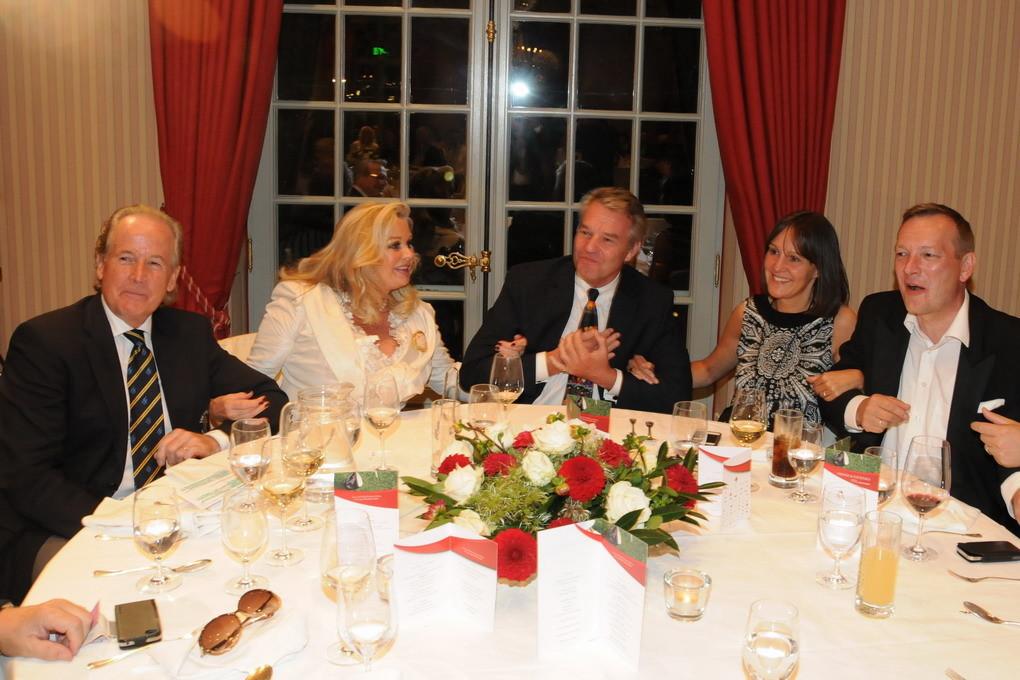 Am Tisch mit Ehepaar Schautzer und Kindermann