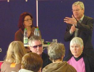 Bürgermeister Böhrnsen im Gespräch mit Elke Gerdes