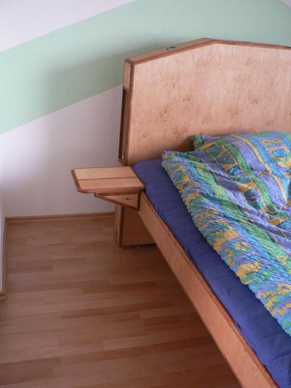 Bett mit Bettkasten für`s Licht