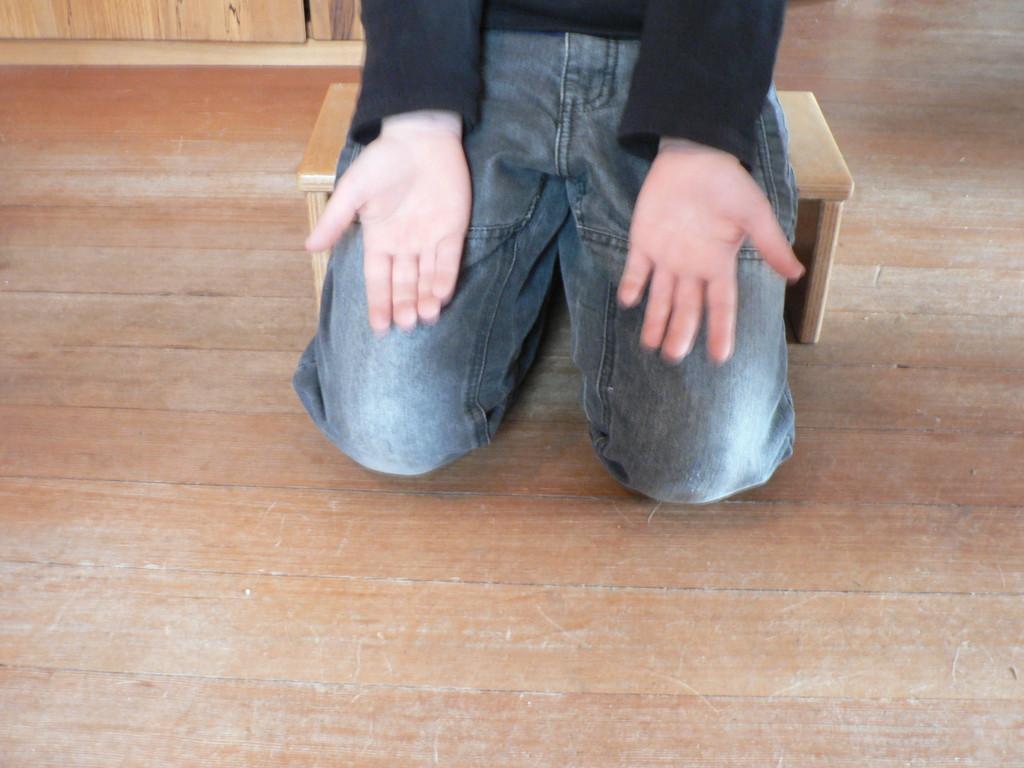 Meditationshocker aus Multiplex in Anwendung, schont die Knie