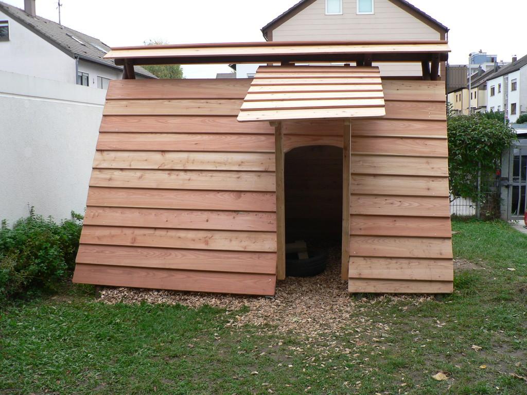 Hütte aus alten Schaukelgestell