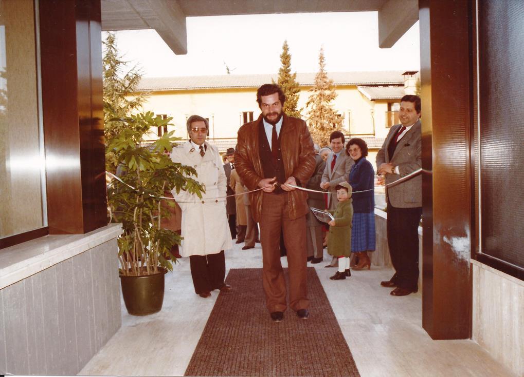 L'Assessore alla Sanità, Avv. Francesco Ciabattoni, taglia il nastro nel giorno dell'inaugurazione
