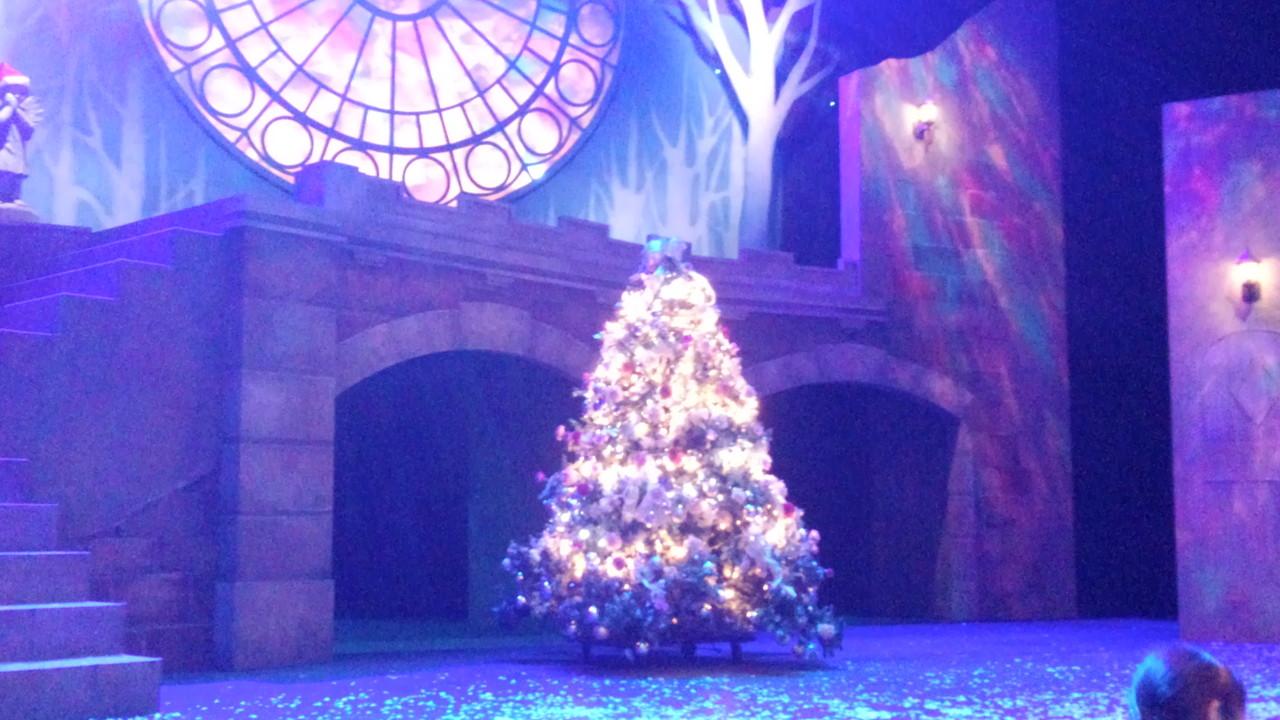 ライトアップされてツリーもキラキラと光って、これまたきれい~♪