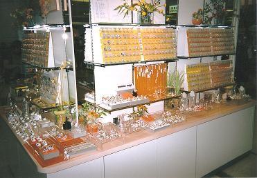 静岡の店舗Display オレンジカラーで統一