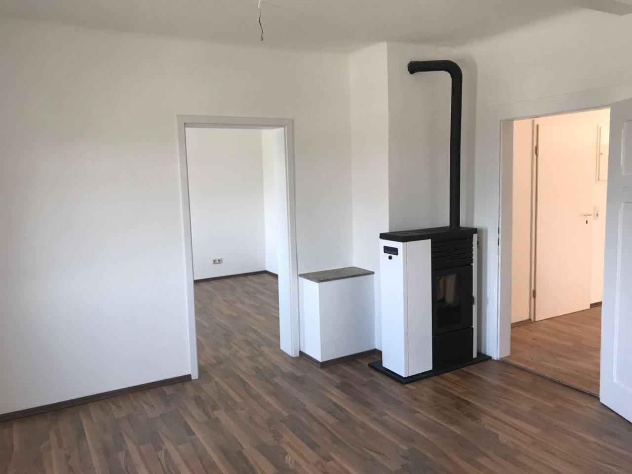 Komfortables Wohnzimmer mit Pelletheizung