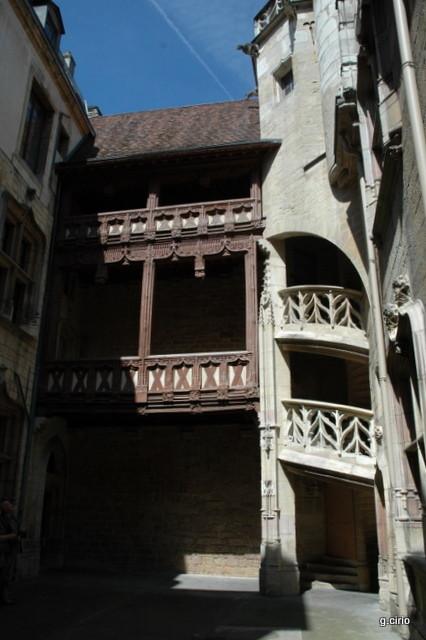visite 34 rue des Forges l'escalier intérieur