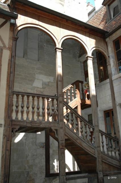 38 rue des Forges escalier intérieur