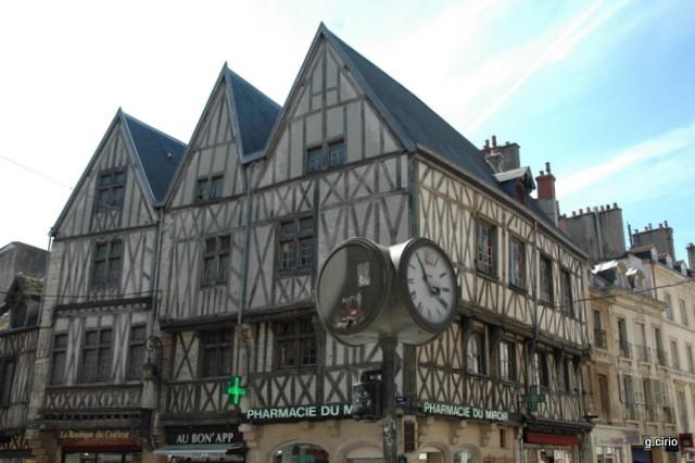 angle Rue de la Liberté & Rue Bossuet
