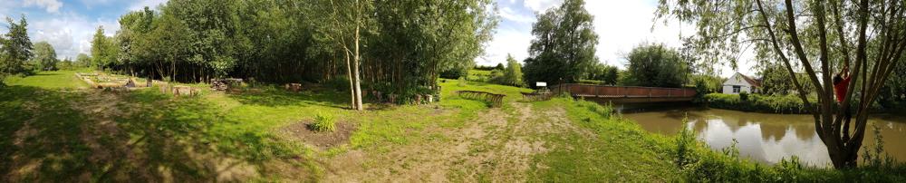 de l'autre côté de la rivière la sauleraie et le jardin de tisanes