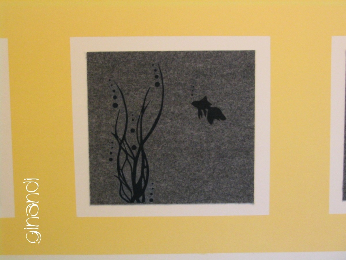 DETAIL: Filzquadrate an der Wand