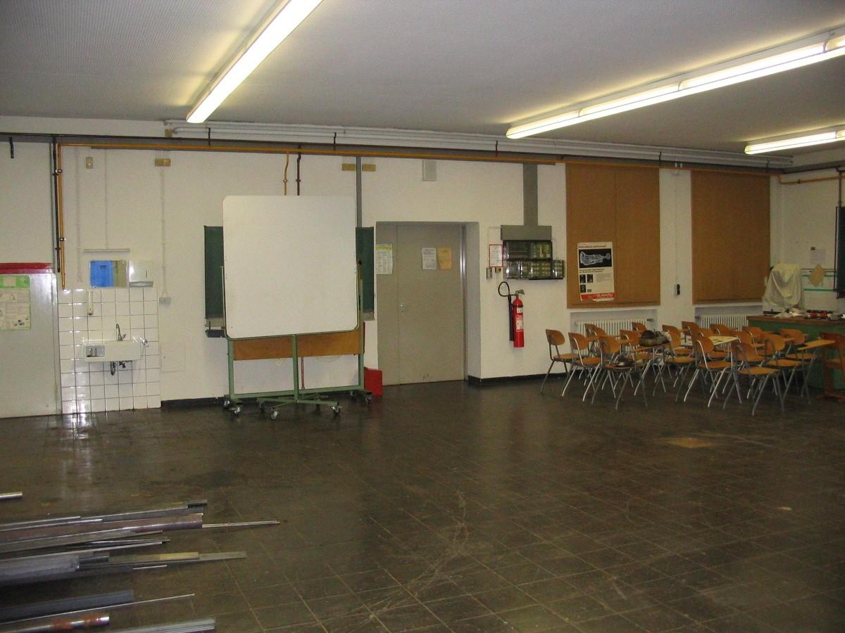 VORHER: tristes Werk-Klassenzimmer einer Berufsschule