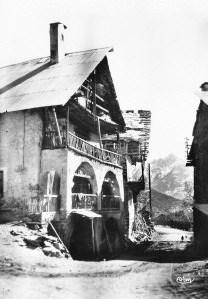 La plus belle maison du Villard, en arrière-plan la seconde maison de mes grands-parents aujourd'hui écroulée...
