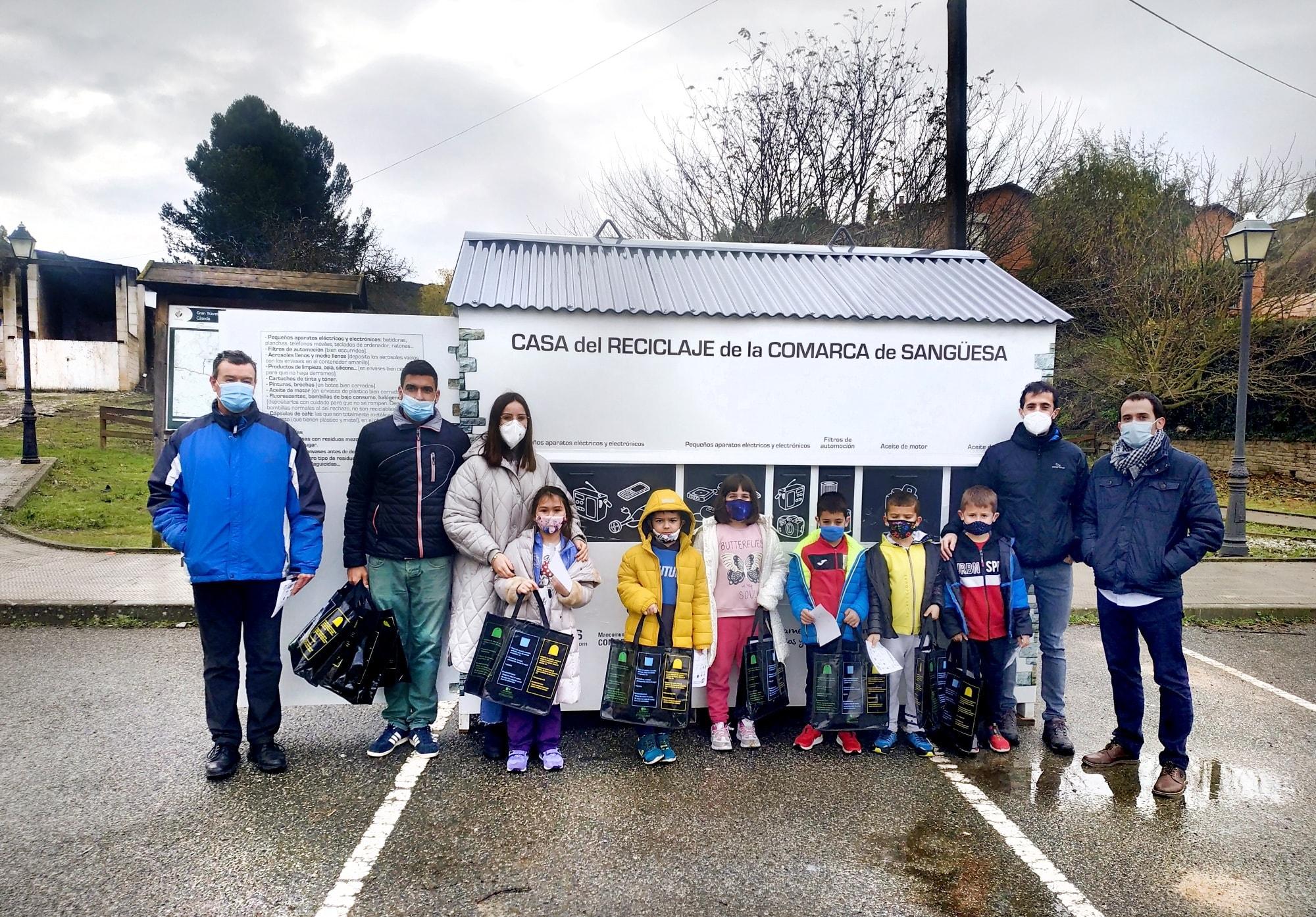 Los niños y niñas del Colegio Público Francisco Javier Sáenz de Oiza inauguran la Casa de Reciclaje de Cáseda