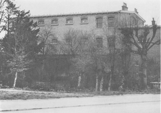 Zijaanzicht van de gevangenis Crackstate Heerenveen.