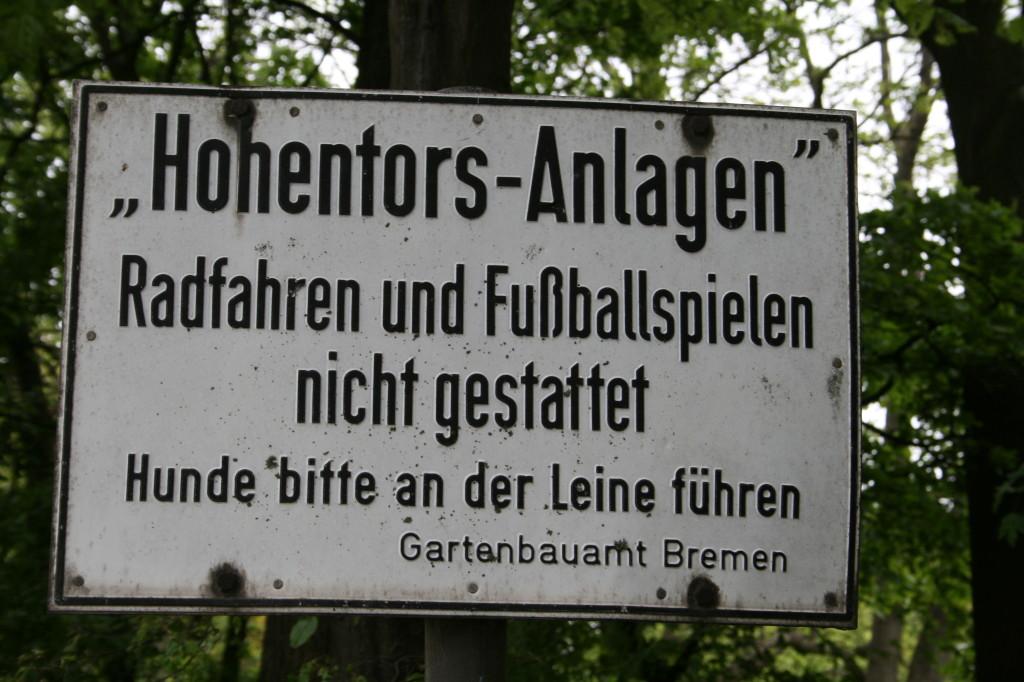 quer gegenüber von Altun im kleinen Hohentorspark / Hohentorsplatz beginnt der Neustädter Grüngürtel