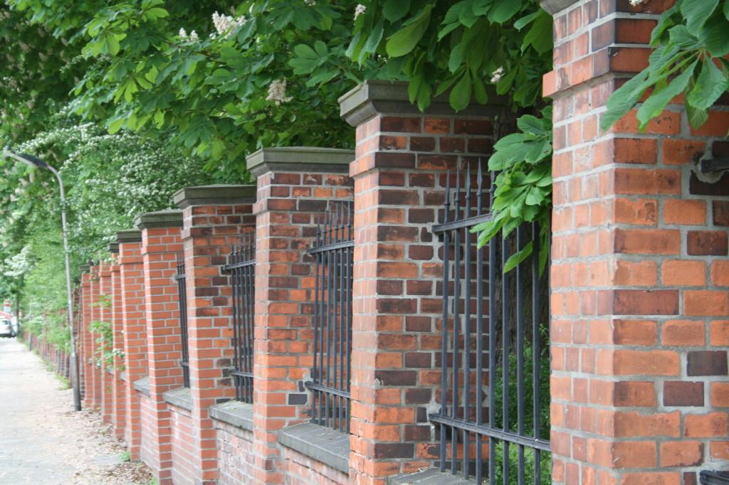 Neustadtscontrescarpe - alte Mauer PSV-Sportplatz Rote Erde