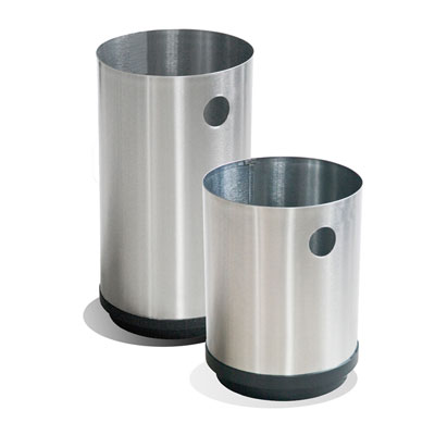 Clave: 5010 y 5011. 24cm X 33cm de 14Lts. y  24cm X 41cm de 18Lts.Producto reciclaje gracias a sus materiales y procesos de fabricación. Fondo de Plástico de alta resistencia, para un mejor cuidado de la pieza y del piso ya que evita los rayones y manchas