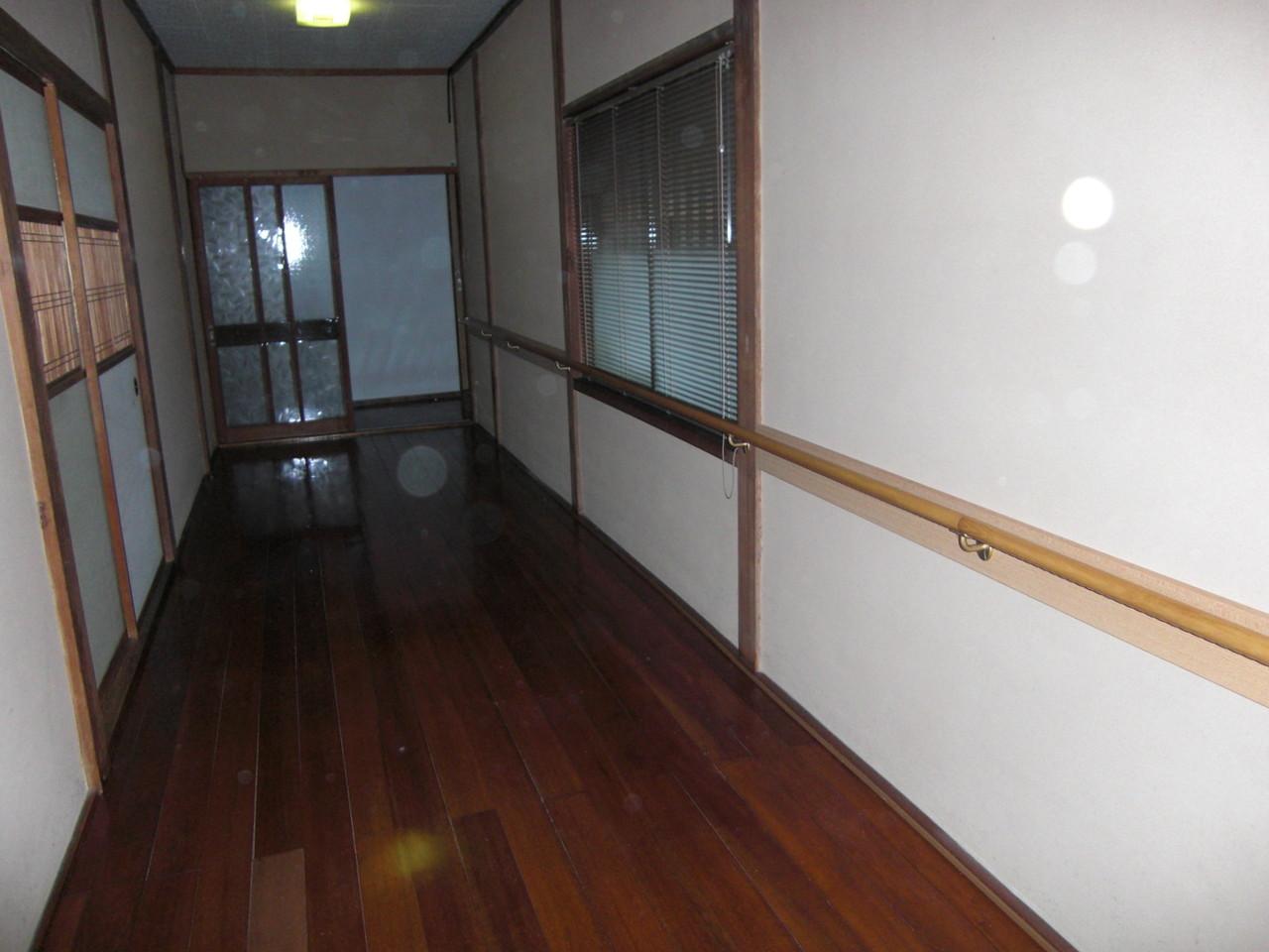 玄関からお堂に続く廊下(工事後)