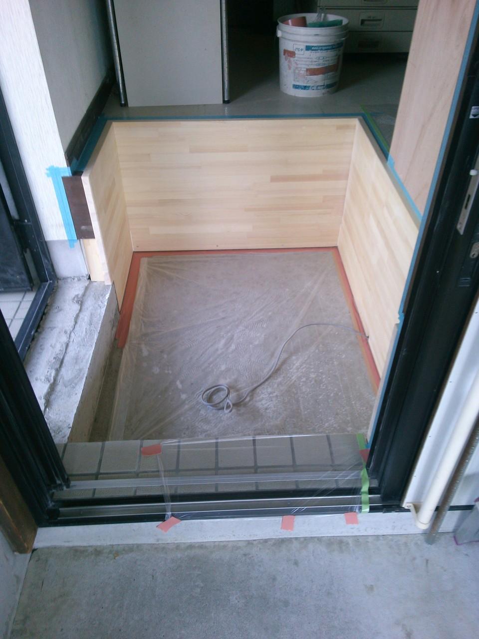 土間を打ち直し、框も新しく