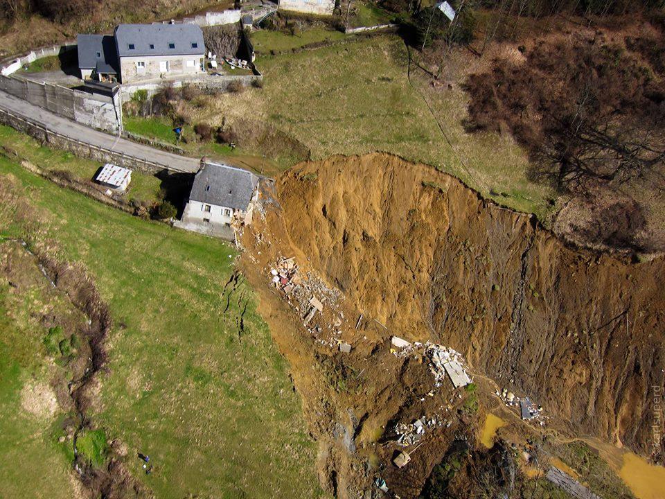 Vue aérienne du glissement de terrain : griffe d'érosion bien marquée.© Dominique Nivelle