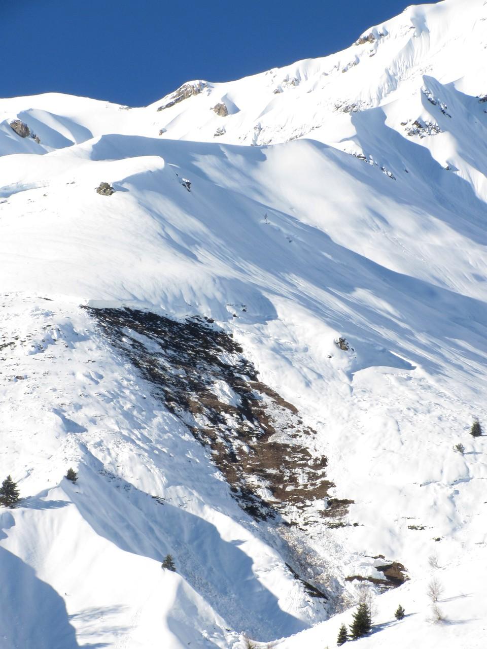 Avalanche de plaque au-dessus de Barèges. On distingue très nettement la cassure. Photo prise le 28 janvier. © C-PRIM 2013