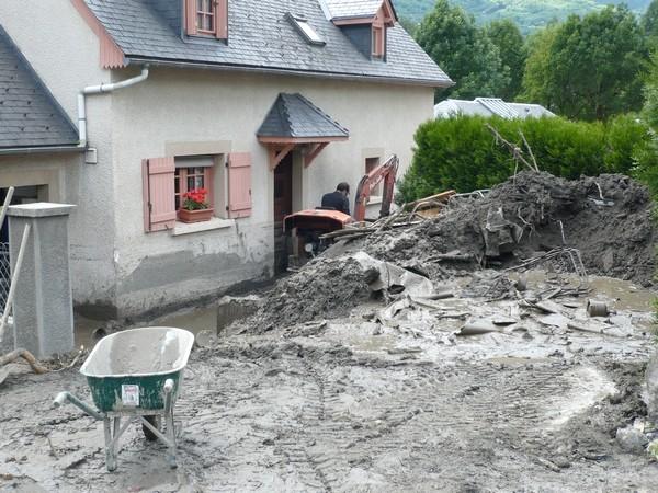 De nombreuses habitations ont été très touchées à Luz-Saint-Sauveur. © C-PRIM 2013