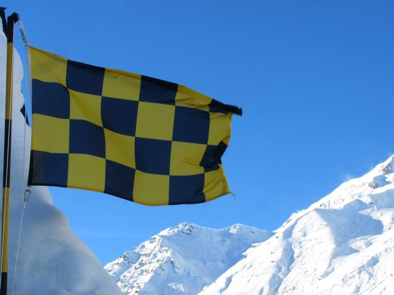 Le drapeau à damier a été régulièrement sorti durant l'hiver. Photo prise le 28 janvier. © C-PRIM 2013