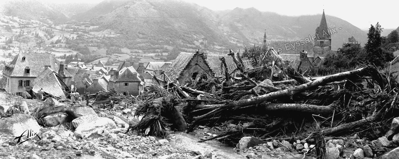 Vue panoramique prise en haut du village d'Ancizan après la catastrophe © Fonds photographique Eyssalet Alix