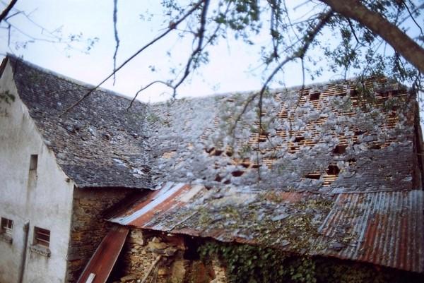 Des toitures endommagées voire détruites. © C-PRIM