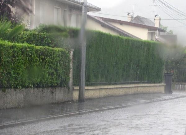 Une rue de Pau au début de l'orage. © c-prim 2011