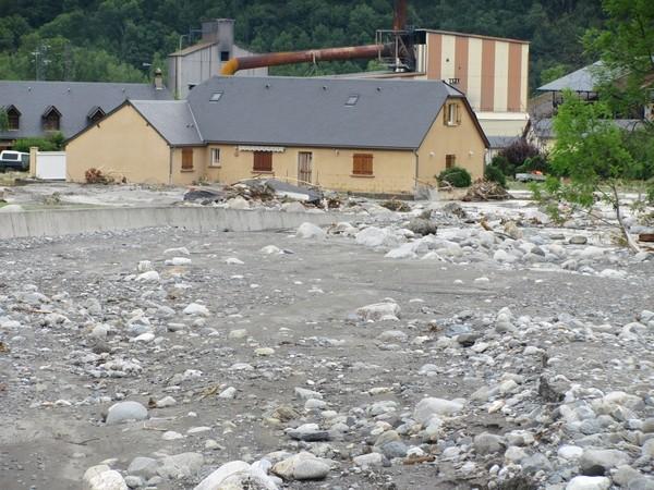 Le Gave de Cauterets a submergé la digue de protection en rive gauche à Pierrefitte-Nestalas.© C-PRIM 2013